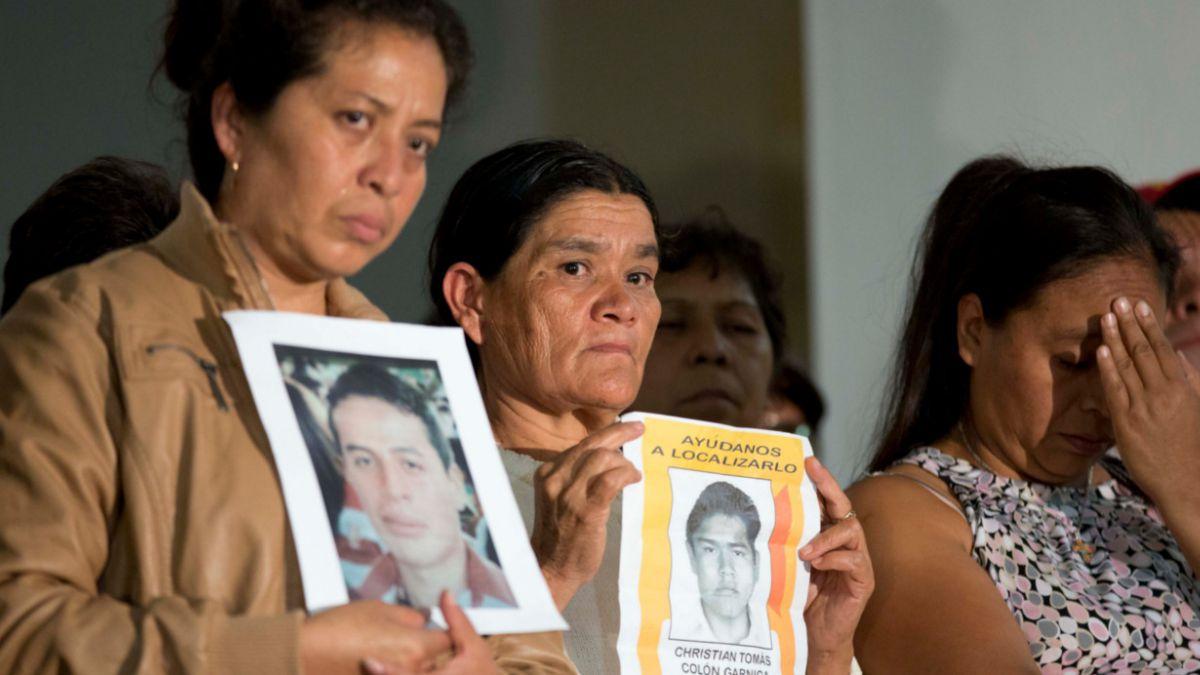 Familias de los 43 estudiantes desaparecidos en México ya no confían en su gobierno
