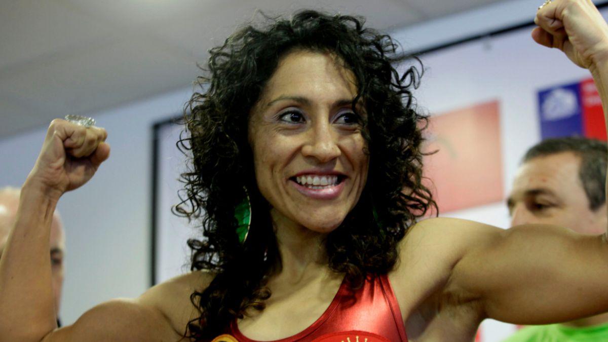 """Carolina """"Crespa"""" Rodríguez retuvo su título mundial de peso gallo"""