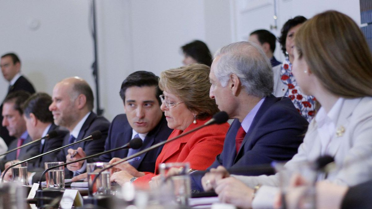 Bachelet ordena a ministros a reforzar despliegue y explicar reformas a la ciudadanía