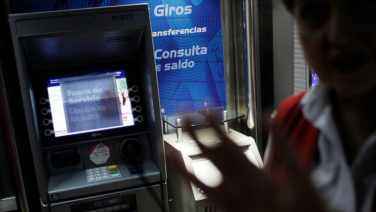 Los cajeros automáticos en cifras: Chilenos realizan en promedio cuatro giros al mes
