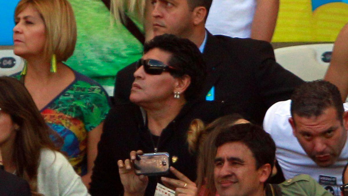 Preparador físico de Maradona pide que lo dejen vivir y morir como él quiere