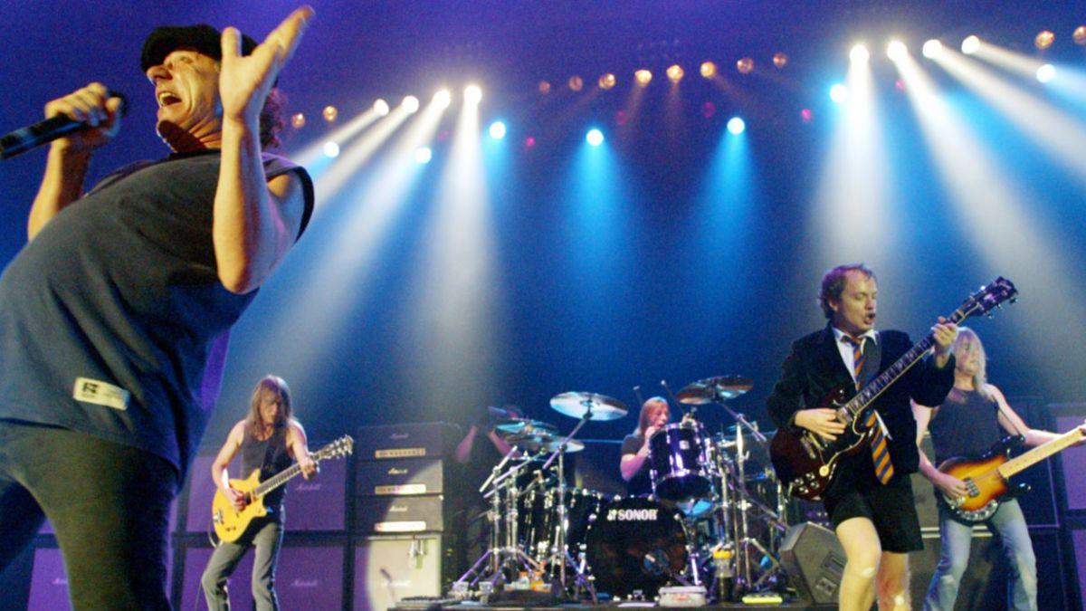 Acusan a baterista de AC/DC de planear al menos 2 asesinatos