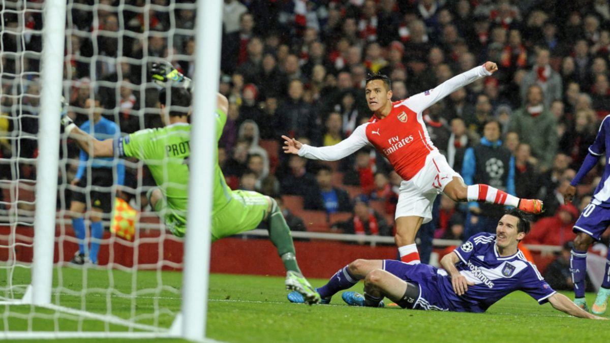 Alexis Sánchez supera a otros ídolos de Arsenal FC tras su brillante inicio de temporada