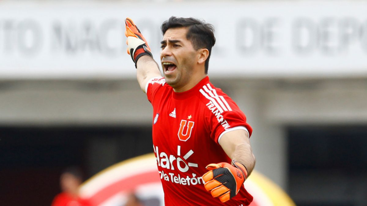 Johnny Herrera arremete contra Julio Barroso