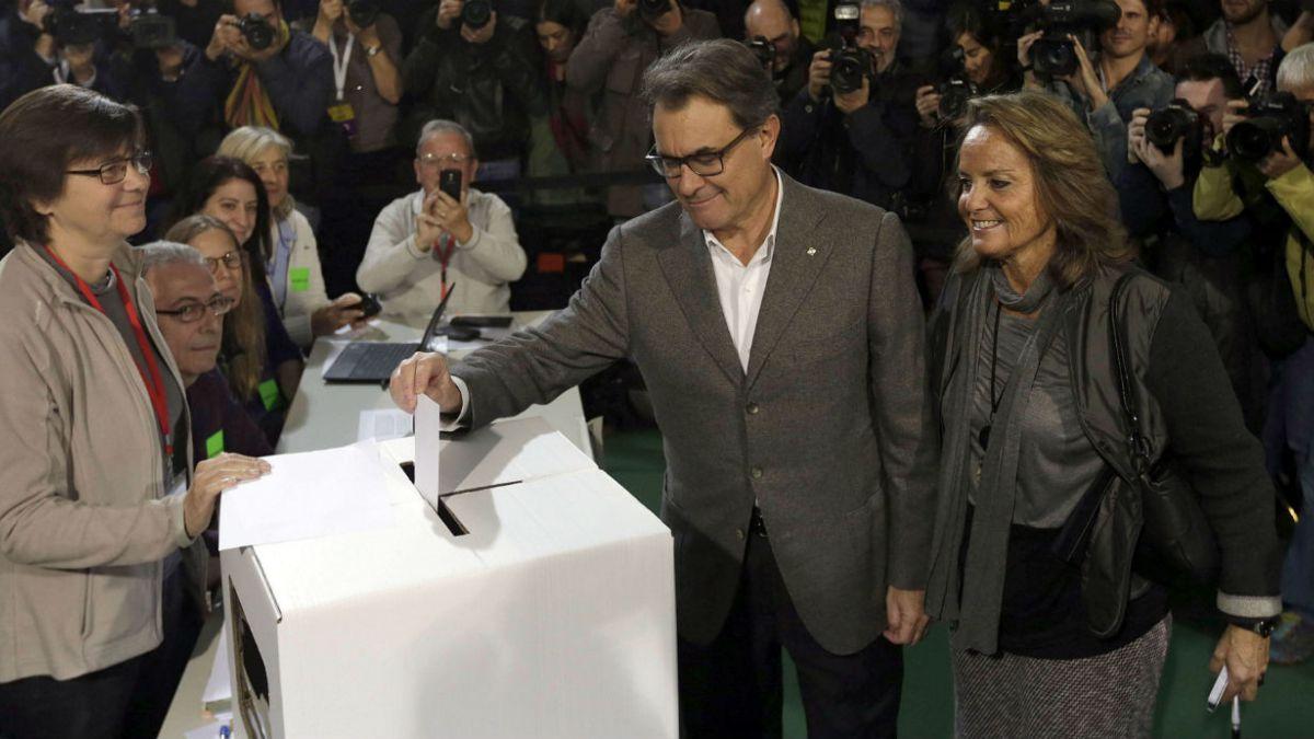 Gobierno catalán desafía palabras de Rajoy y lleva a cabo consulta soberana