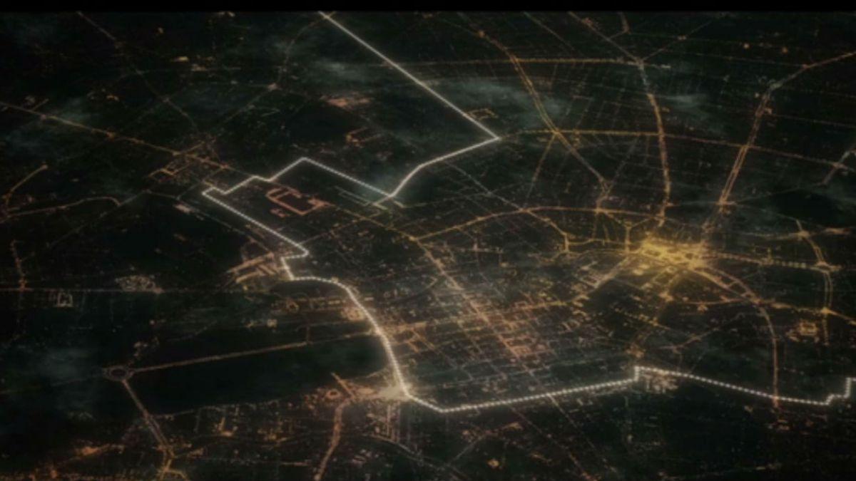 Recrean caída del Muro de Berlín soltando 8 mil globos brillantes