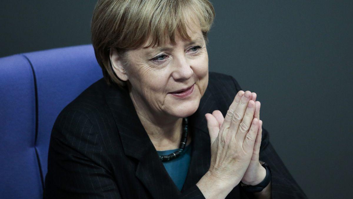 Merkel dice a los diputados alemanes que si no se ayuda a Grecia será el caos