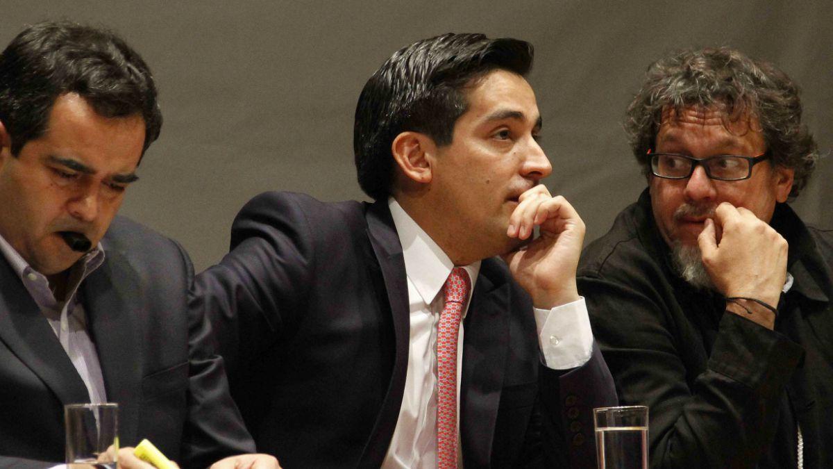 Peñailillo se reunirá con senadores oficialistas para fijar postura por binominal
