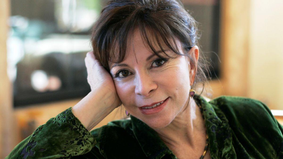 Isabel Allende: Si tienes buen trasero en Chile, te pones una túnica para que nadie lo vea
