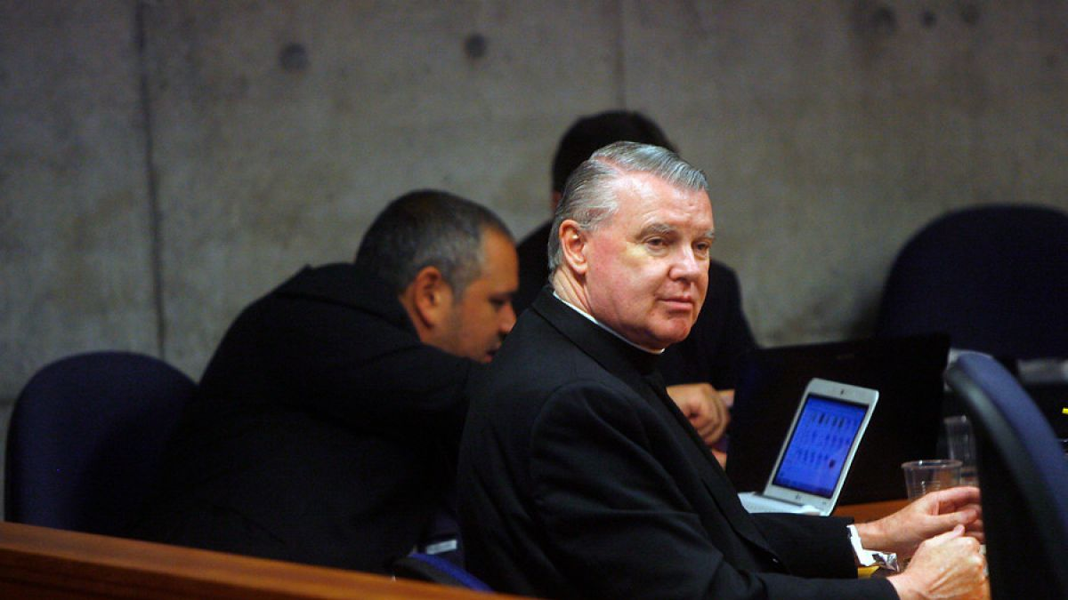 Parlamentarios ingresan tres proyectos para revocar nacionalidad por gracia a cura O'Reilly