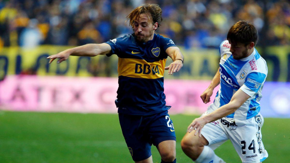 Tres chilenos que se debaten entre su club y la selección