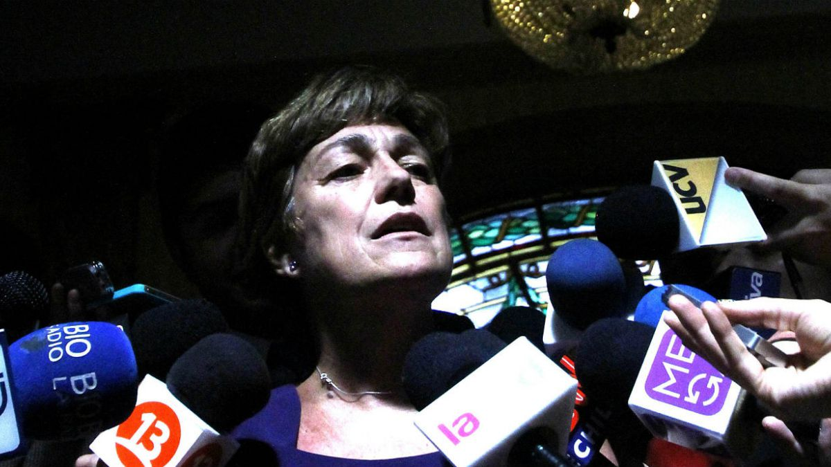 Josefa Errázuriz pide a seis directores poner cargos a disposición