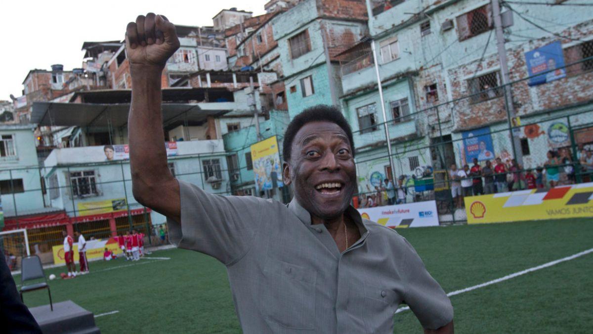 Pelé presenta una leve mejoría pero sigue en cuidados especiales