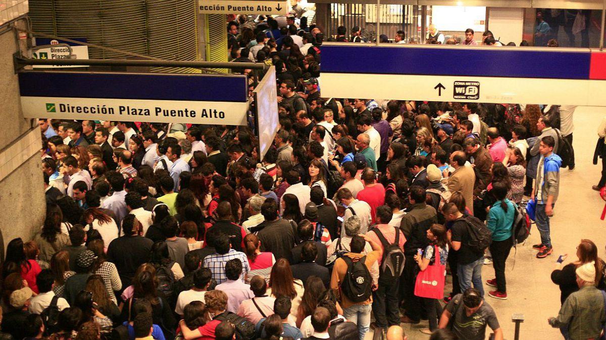 Metro dice que frecuencia en Línea 4 se está normalizando tras falla en pilotaje automático