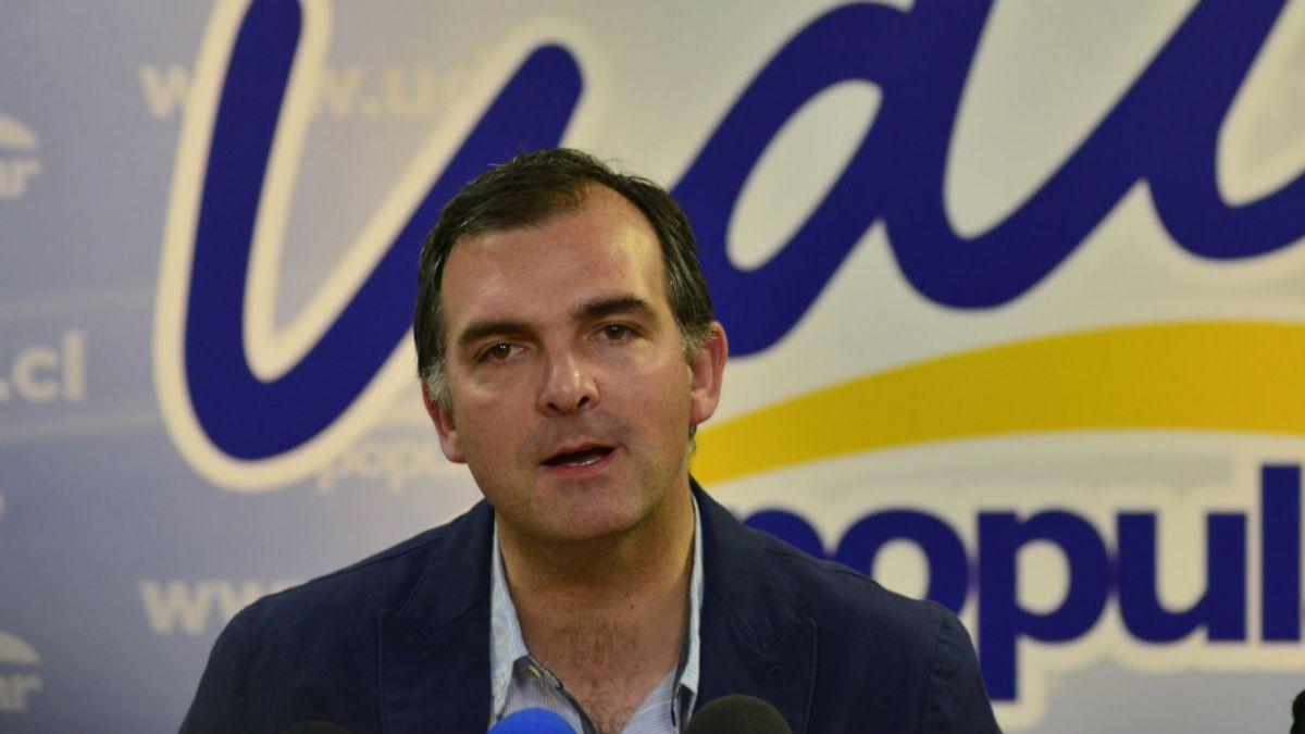 Venta de acciones de Banmédica de Ernesto Silva fue posterior a gestión de Lavín por Ley de Isapres