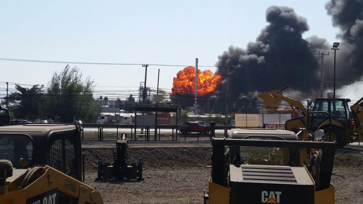 Incendio afectó a empresa de productos químicos en Quilicura