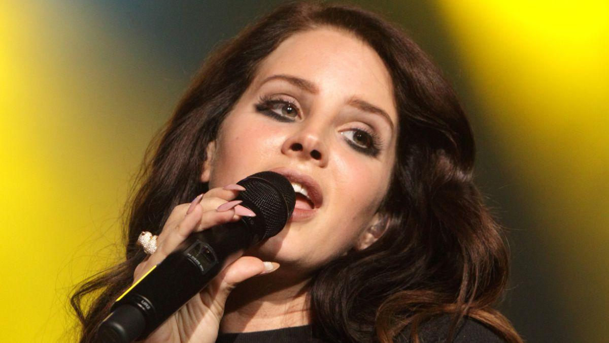 Lana del Rey colaborará con dos nuevas canciones para la próxima película de Tim Burton