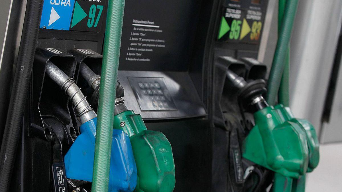 Precio de las bencinas cae luego de dos semanas de alza