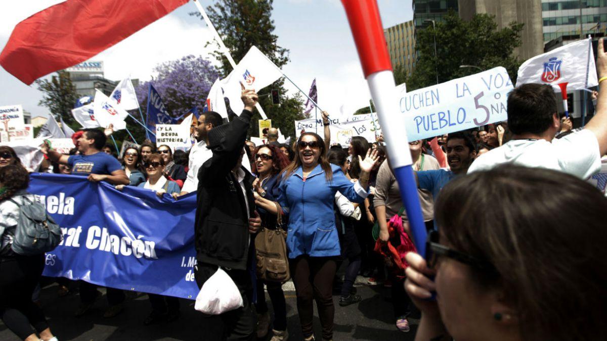 Profesores disidentes vuelven a marchar tras acuerdo por agenda corta