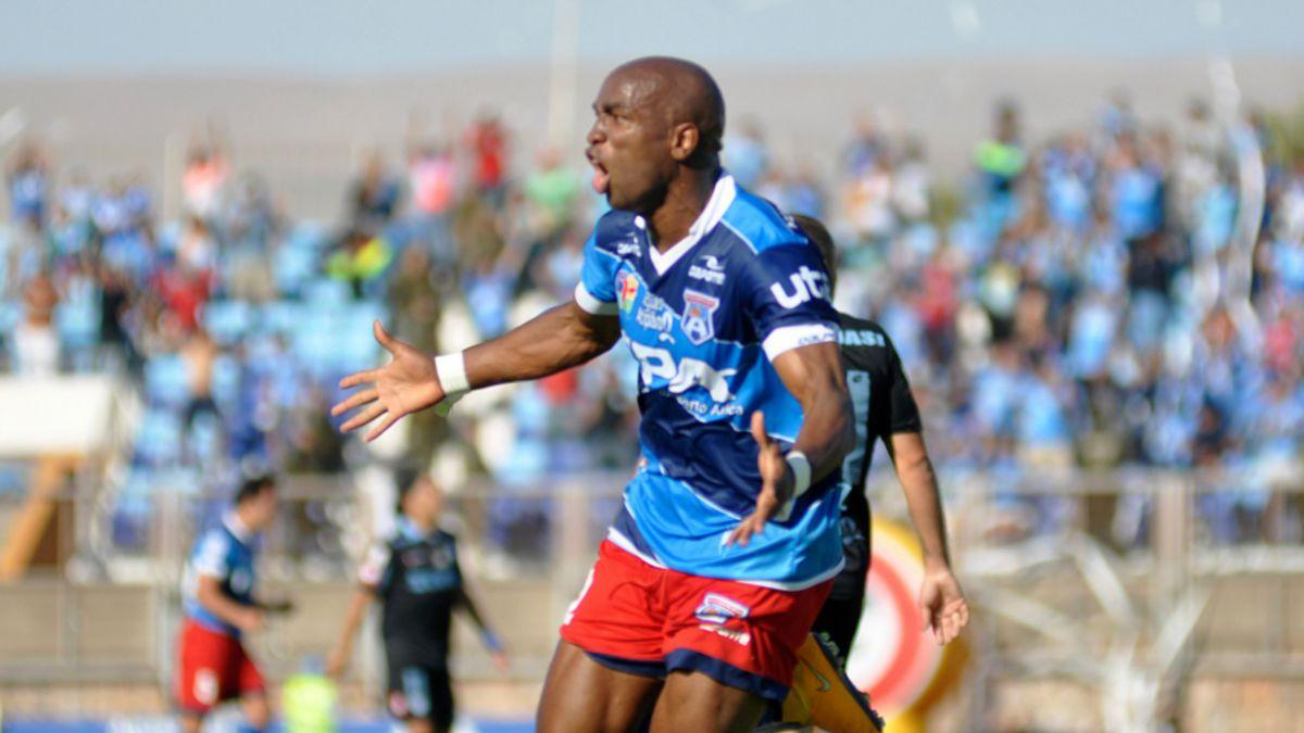 Emilio Rentería continuará en San Marcos de Arica a pesar de insultos racistas