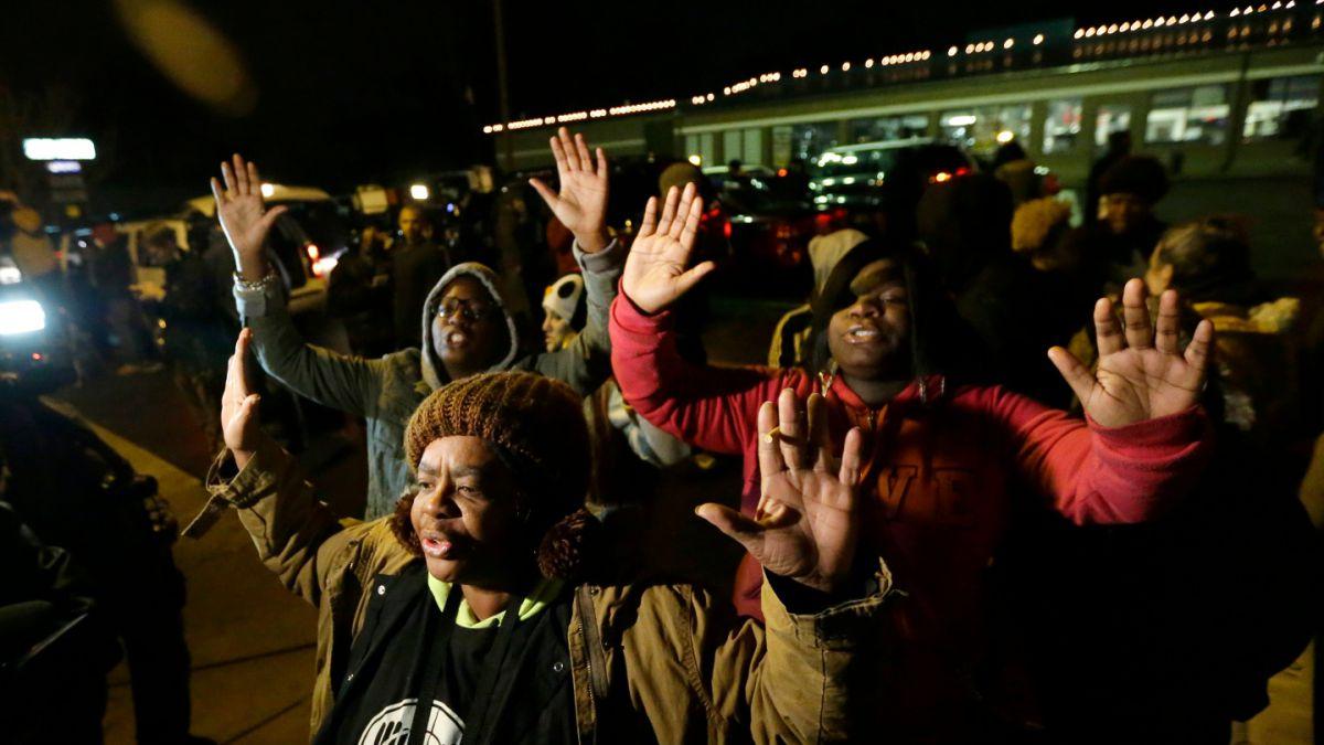 Ferguson: Gran jurado decide que el oficial que disparó a Michael Brown no será procesado