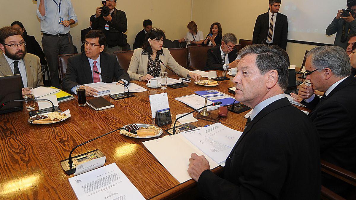 Comisión de Hacienda despacha a Sala reajuste de 6% para el sector público