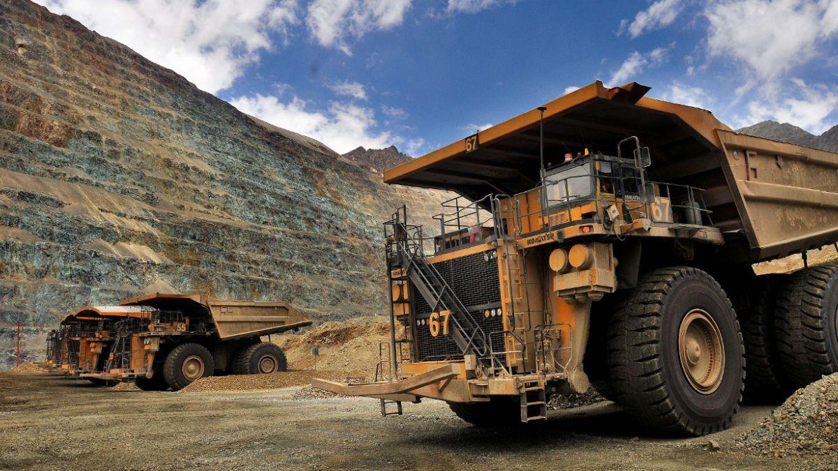 Producción y ventas de cobre de Codelco caerán un 5% en 2015