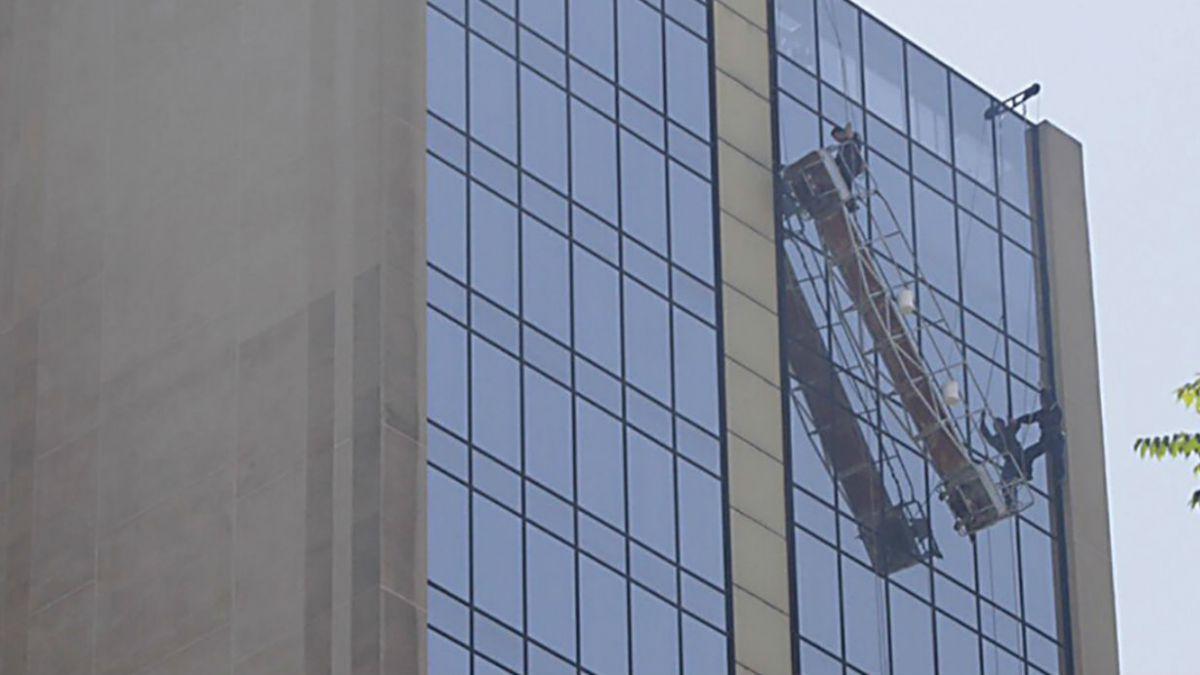 Bomberos rescata a segundo trabajador y culmina operativo en Crowne Plaza