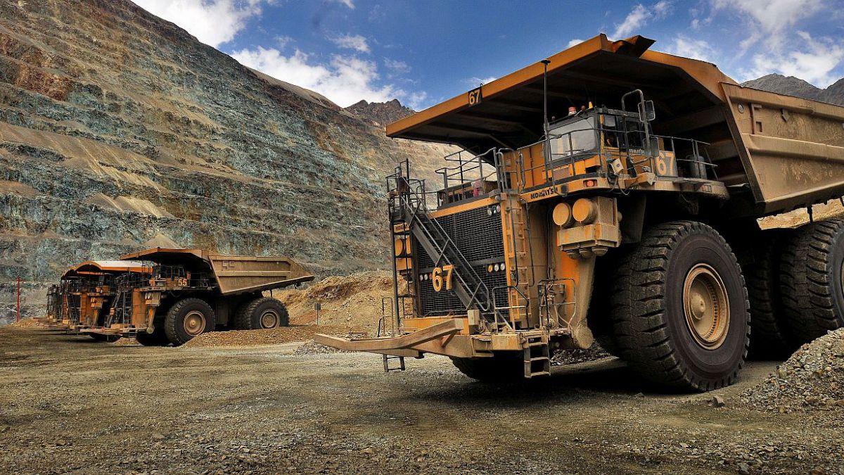 Producción minera cae 4,9% y manufacturas disminuyen 2,8% en marzo