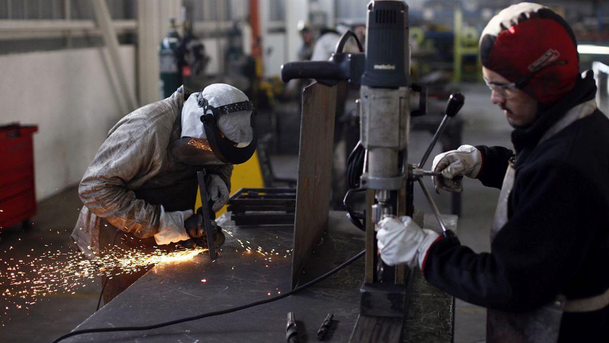 Desempleo cae a 6,0% en último trimestre de 2014 y se ubica bajo lo esperado
