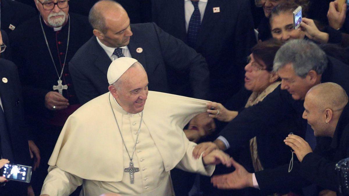Papa Francisco visita Turquía llamando a las religiones a combatir el fanatismo