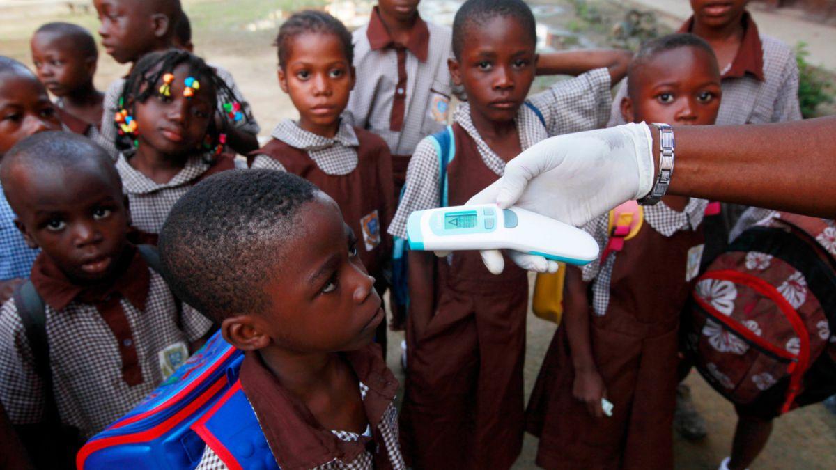 Número de infectados con ébola en África occidental sobrepasa las 16 mil personas