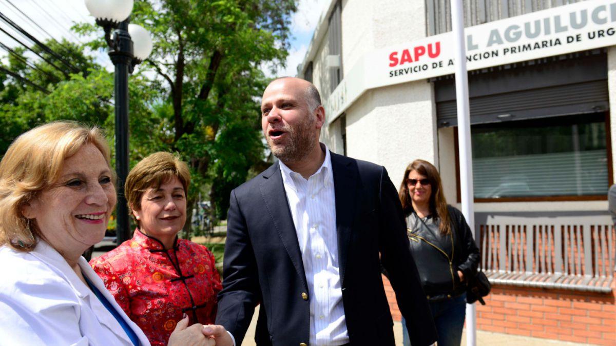 Autoridades de gobierno asisten a la inauguración del primer SAPU de Providencia