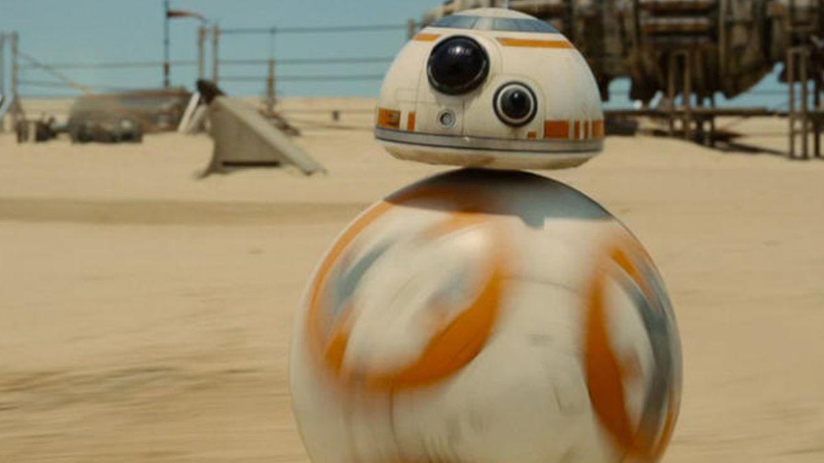"""Fanático de """"Star Wars"""" se tatúa robot que aparece en primer trailer del Episodio VII"""