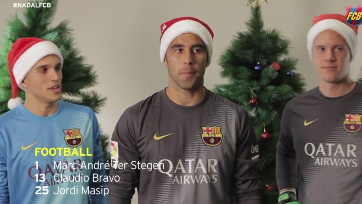 [VIDEO] Claudio Bravo lidera la campaña navideña del Barcelona