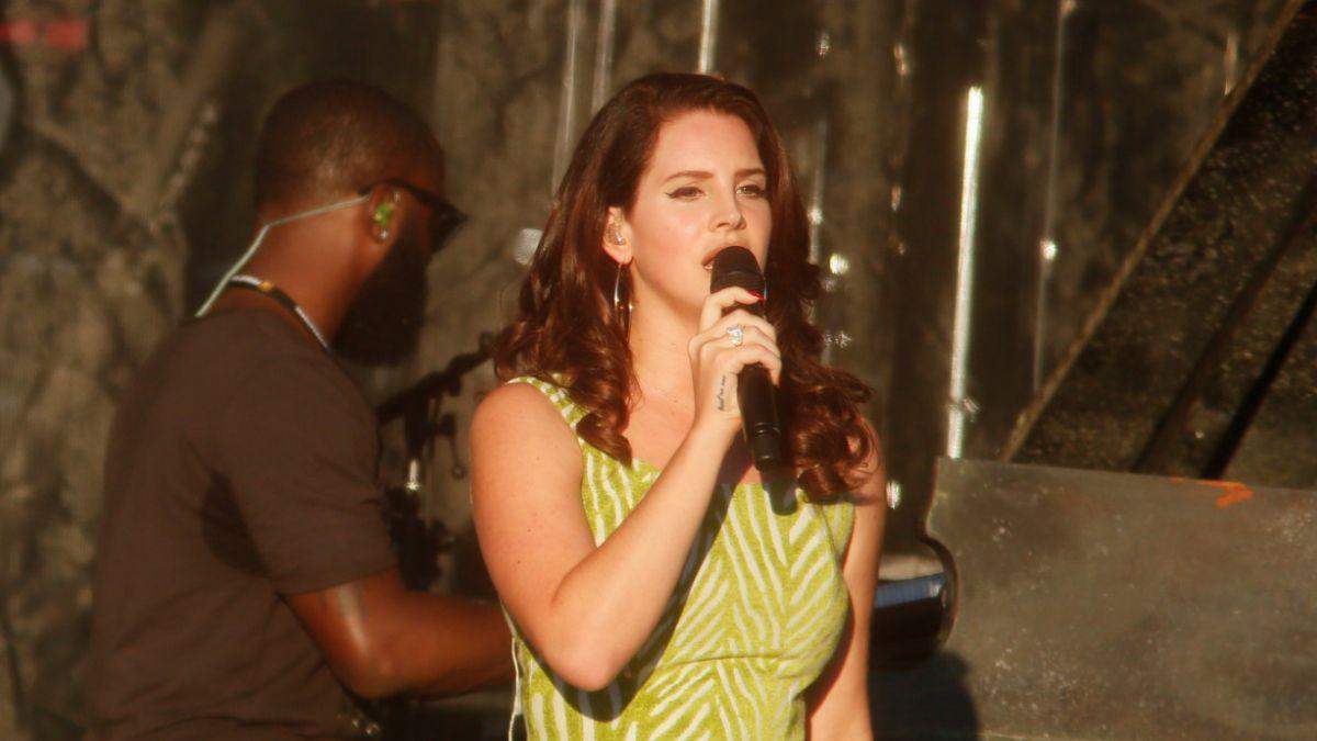 Lana del Rey sorprende a sus fans al anunciar gira junto a Courtney Love