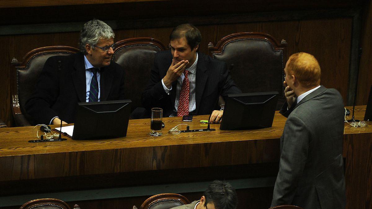 Diputados de la UDI y RN pedirán pronunciamiento de Contraloría por comic de reforma educacional