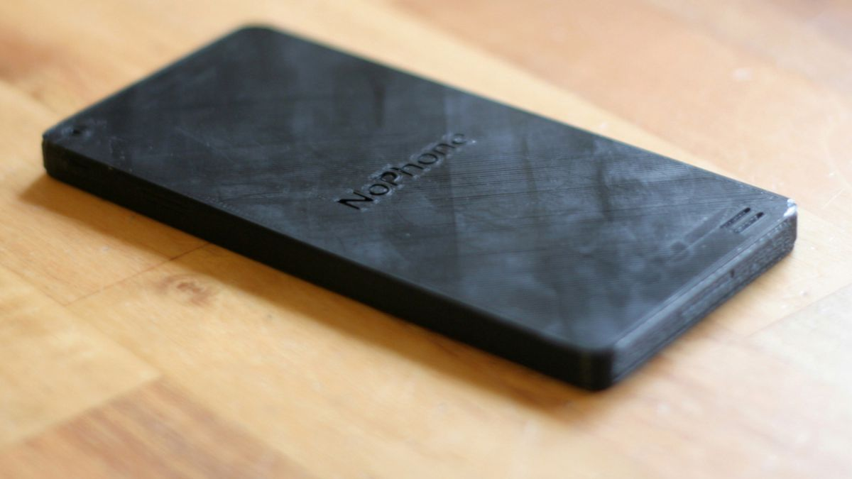 Pedazo de plástico que simula ser un teléfono ya ha vendido 2.000 unidades