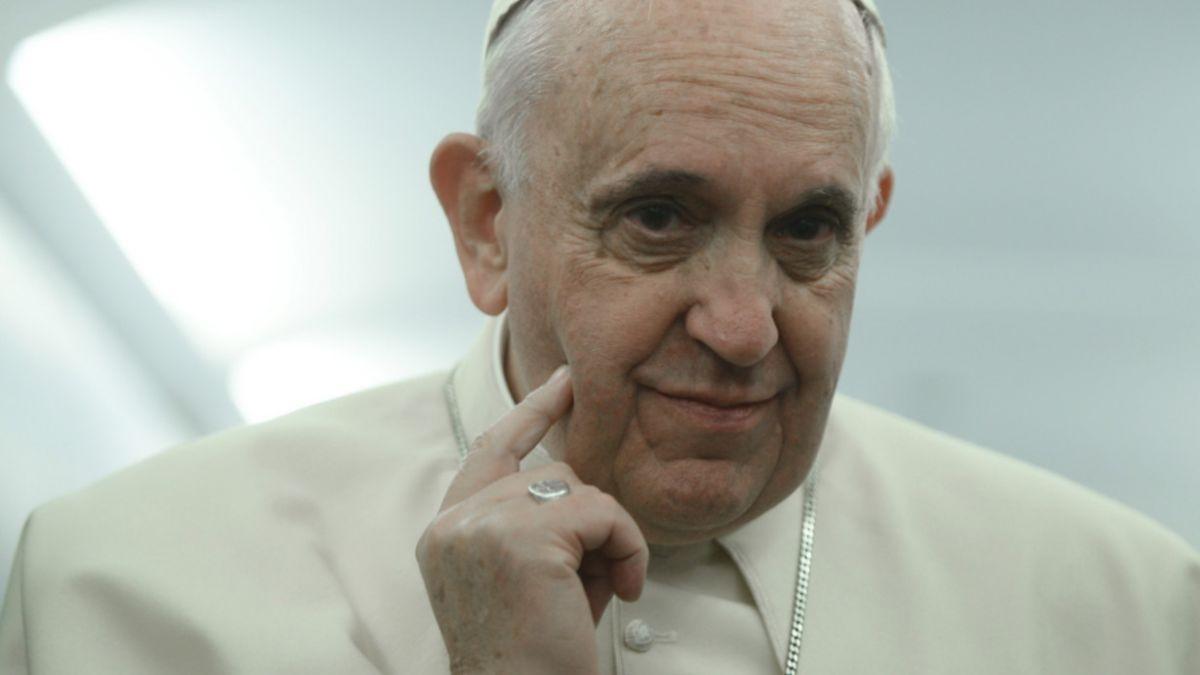 Papa afirma que pretende viajar a Chile en 2016