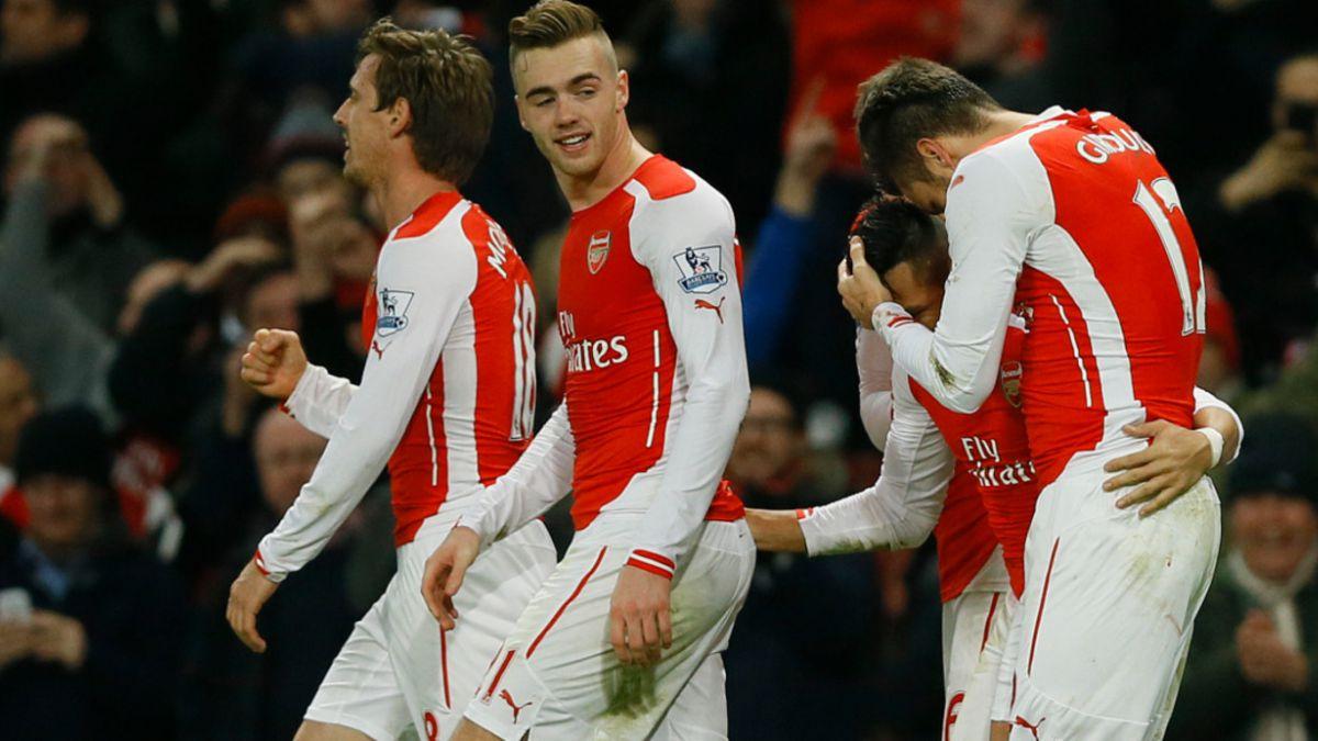 [FOTOS] Sánchez y Mertesacker: el abrazo de los dos gigantes de Arsenal FC