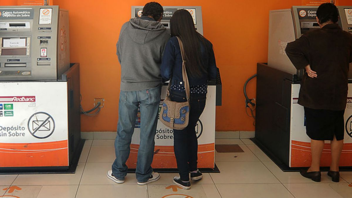 Monitoreo, puestos móviles, tecnología: bancos detallan medidas por escasez de cajeros