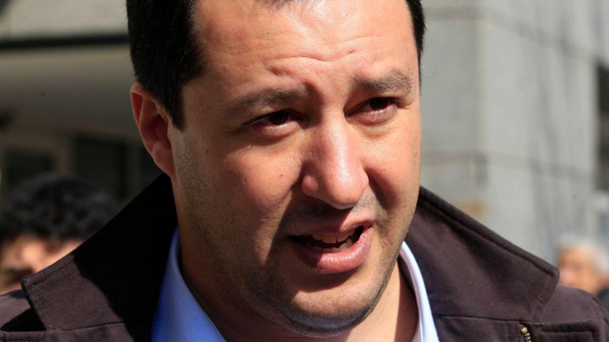 Escándalo en Italia por semidesnudo de político para conseguir votos