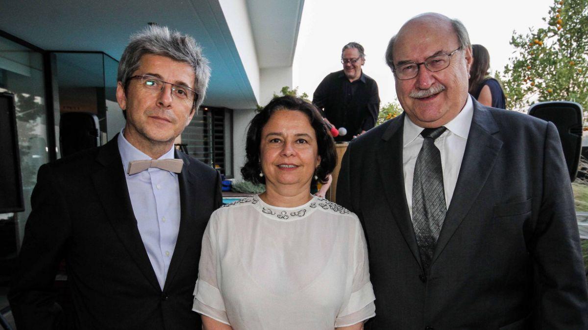 Antonio Skármeta es homenajeado por el Embajador de la Unión Europea