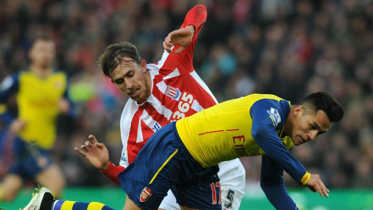 Arsenal y Sánchez pierden ante Stoke City y temen salir de la zona de clasificación