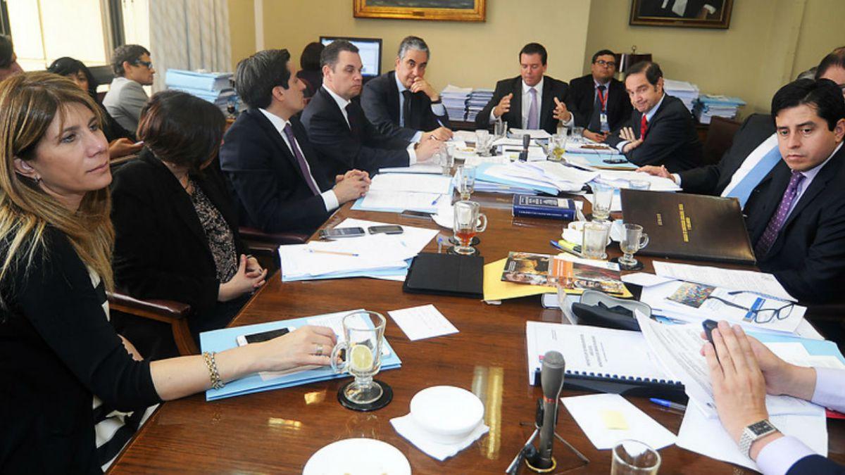Comisión de Constitución inicia revisión de 159 indicaciones a reforma al binominal