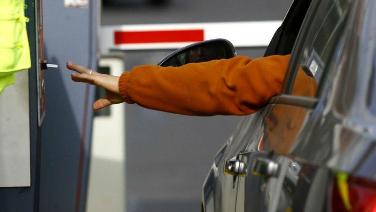 Estacionar en Santiago o E. Central es más caro que en Las Condes