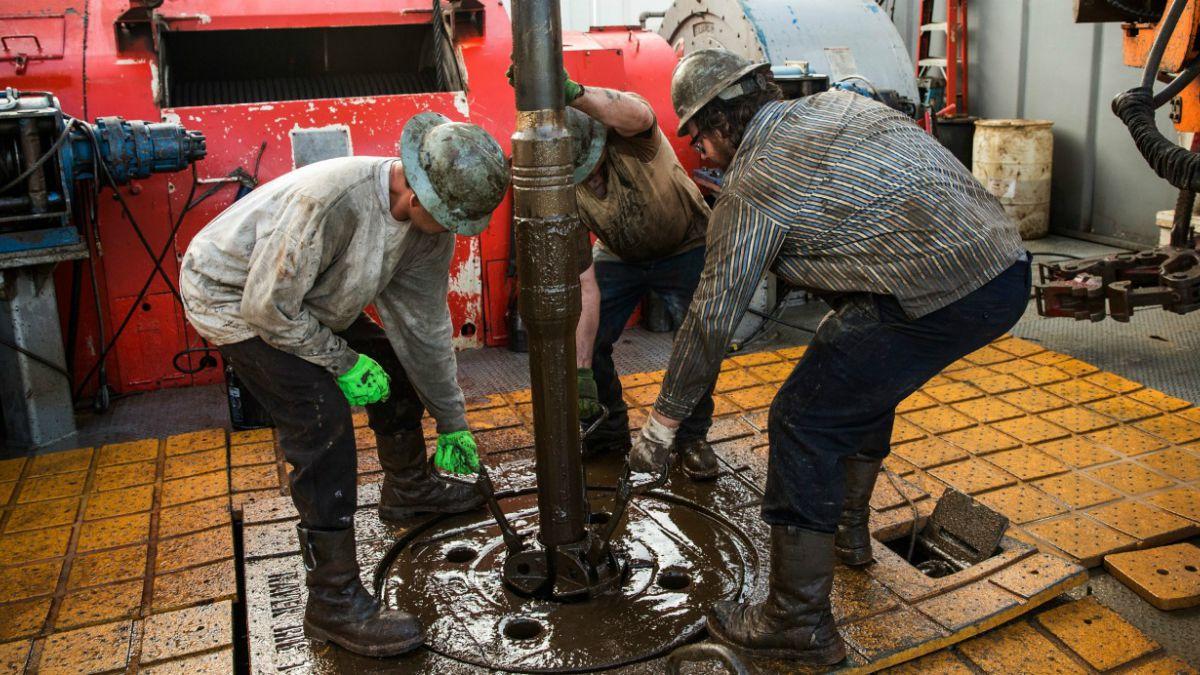 Petróleo baja de los US$ 60 por primera vez desde 2009