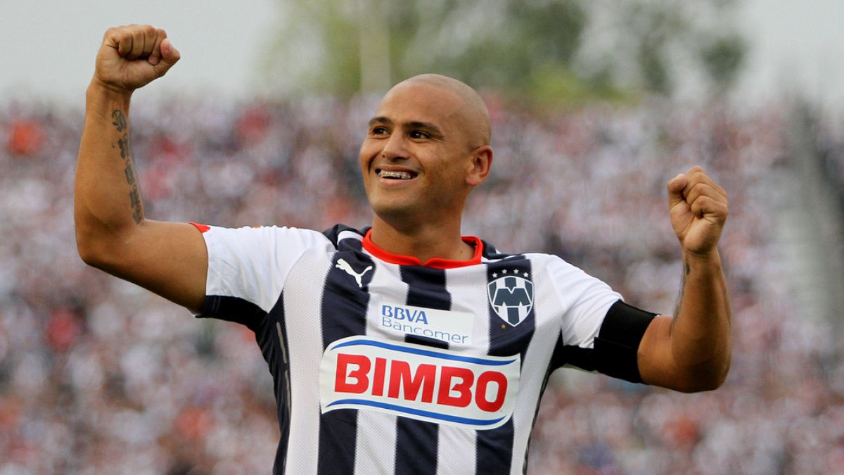 Vuelve a casa: Humberto Suazo es el primer refuerzo de Colo Colo