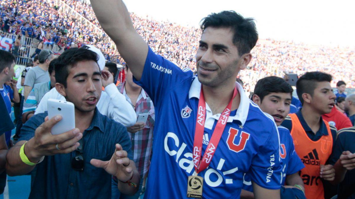 """Johnny Herrera  y su confianza: """"Tenemos plantel para pelear ambos frentes"""""""