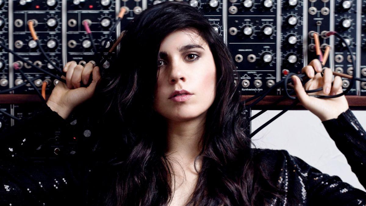 Cómo Javiera Mena se convirtió en la embajadora chilena de la música digital